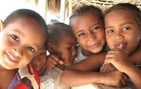 bambini sorridenti con sorrisi